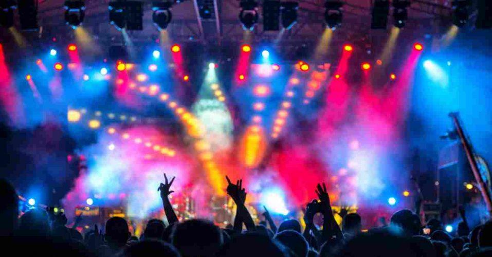 Die Stars der Musik geben Shows kostenlos